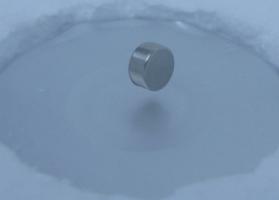 先端研究のウラに高純度あり その4 -超伝導材料-